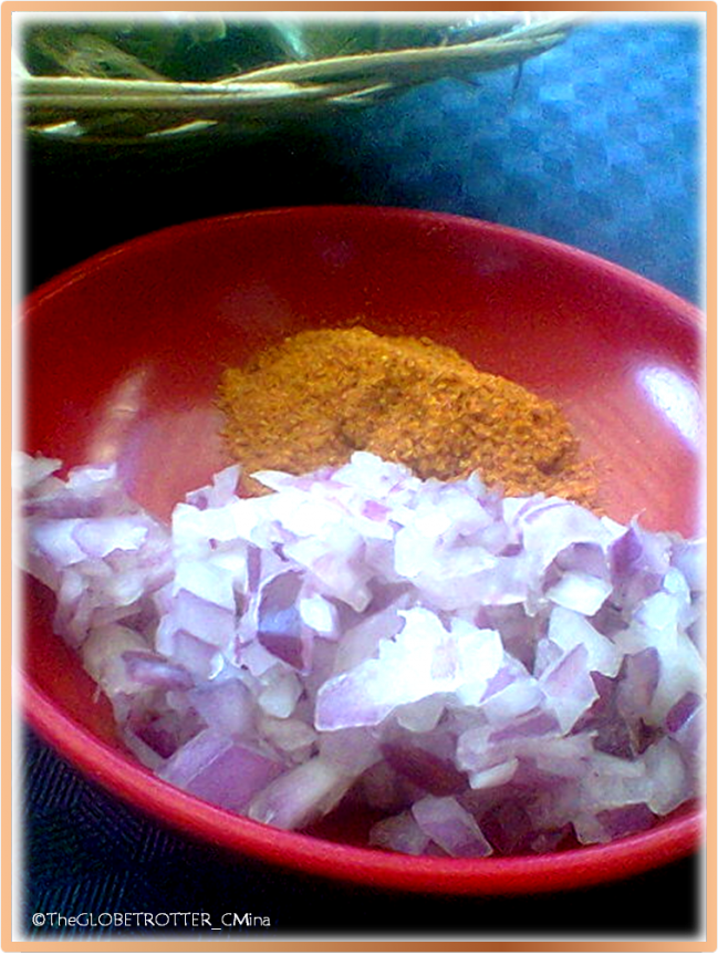 THE SLICED ONION & THE CHILI POWDER