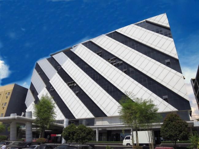 Robinland building 01