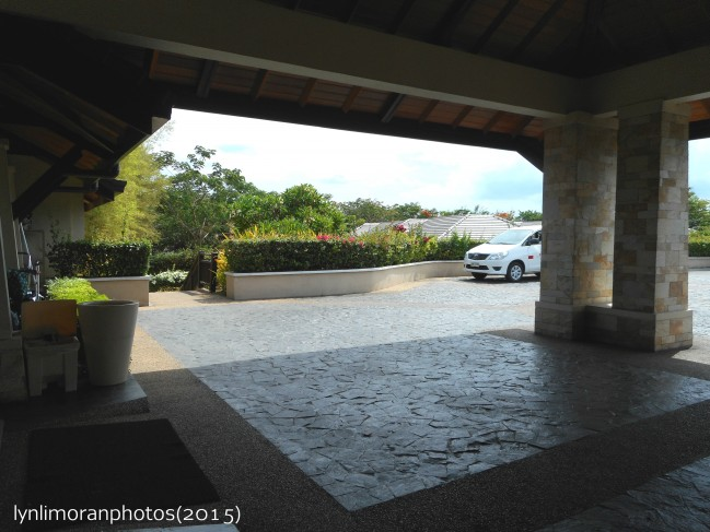 Crimson Resort and Spa driveway.