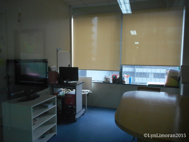 Group classes are held in this kind of classroom.