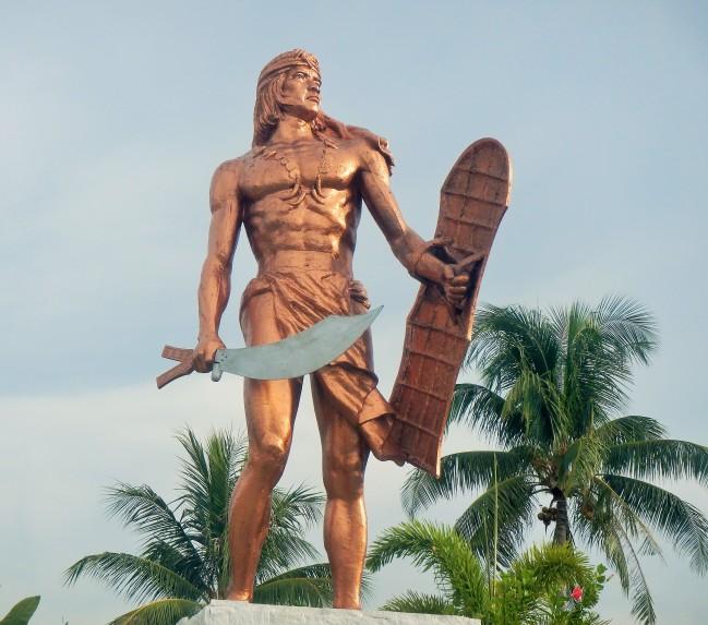 """Monument of Rajah Lapu-lapu with his """"Kampilan"""" sword and shield"""