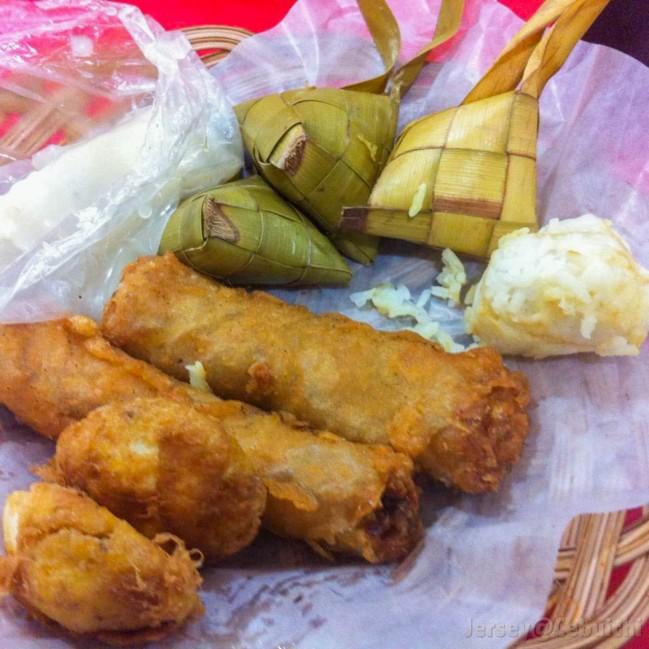 これぞ完璧な食事!スタッフドエッグ、ンゴヨン、プソ!