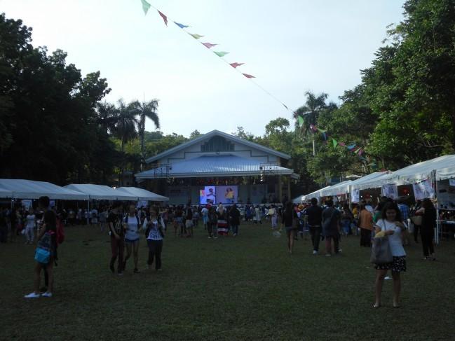 開催地は人でいっぱいでした!