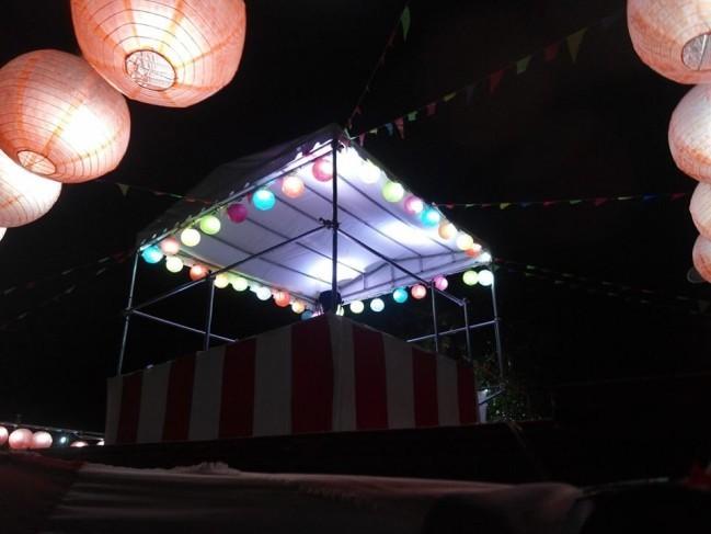 夜のステージの様子(Krisshaが撮ってくれた写真)