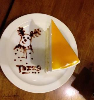 これはマンゴームースのケーキです。絵はスノーマン!心のあったます素敵な絵をありがとうございます!